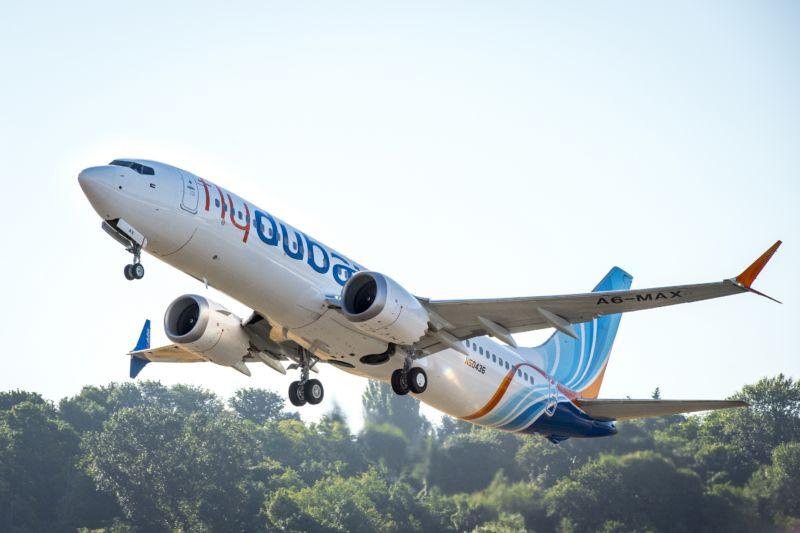 Boeing passenger jet shortly after takeoff.