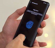 OnePlus 7 Pro In-Display Fingerprint Sensor Hacked In Minutes With Glue
