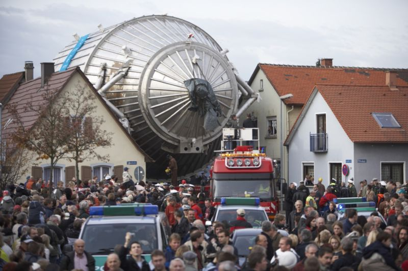 The spectrometer for the KATRIN experiment, as it works its way through the German town of Eggenstein-Leopoldshafen in 2006 en route to the nearby Karlsruhe Institute of Technology.