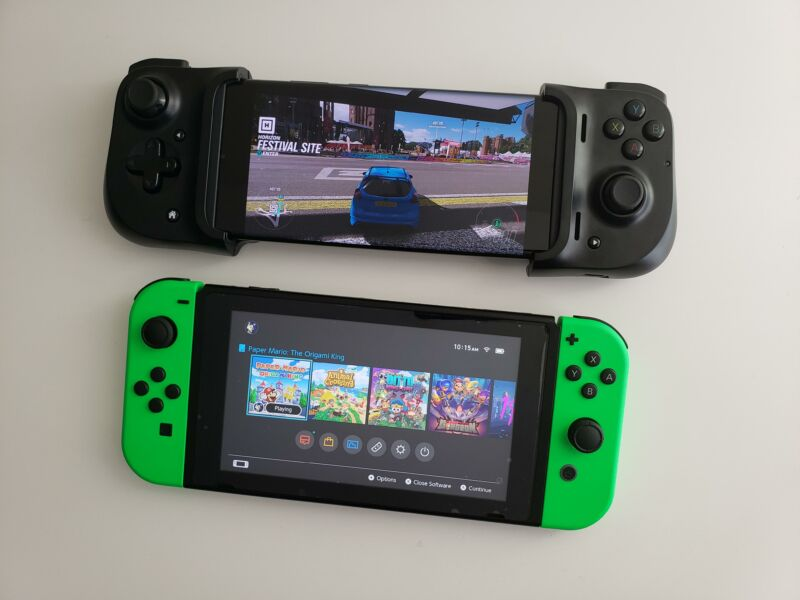 That Android Note Ultra 20 (with removable controller) at the top of the image is the closest you're gonna get to a Switch-like xCloud streaming experience.